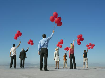 Menschen mit Luftballons