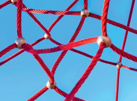 Netz mit Kugeln an den Verbindungspunkten